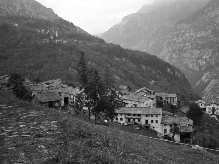 Fondo Carlo Tancredi Olmo Valle del Drogo SO 1981 16 scaled