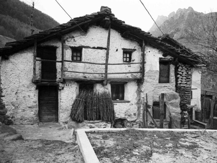 Fondo Carlo Tancredi Olmo Valle del Drogo SO 1981 31 scaled