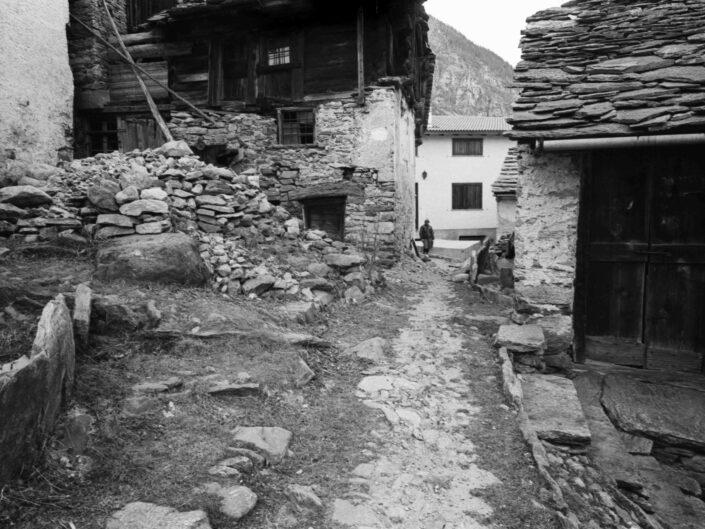 Fondo Carlo Tancredi Olmo Valle del Drogo SO 1981 32 scaled