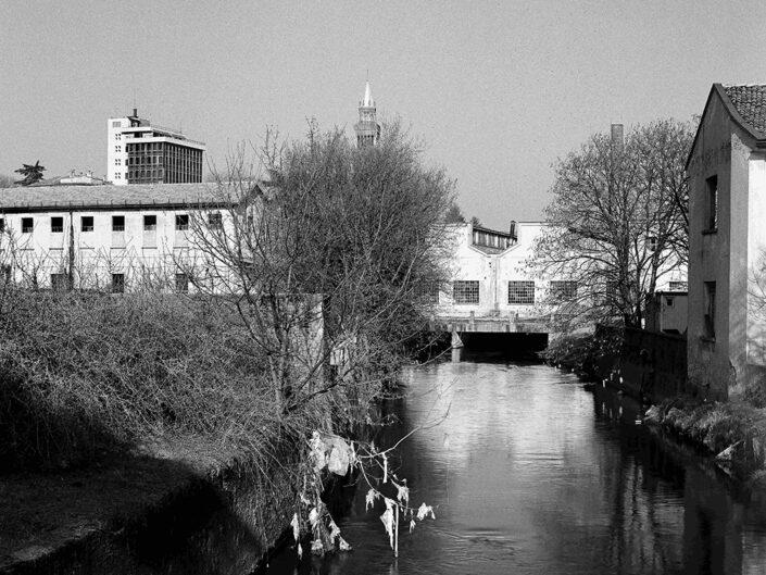 Fondo Claudio Argentiero Castellanza veduta sul fiume Olona sullo sfondo ex Ditta Cantoni 1996