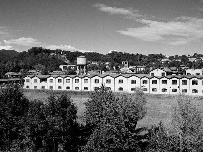 Fondo Claudio Argentiero Varese panoramica sul fiume e la valle 1996