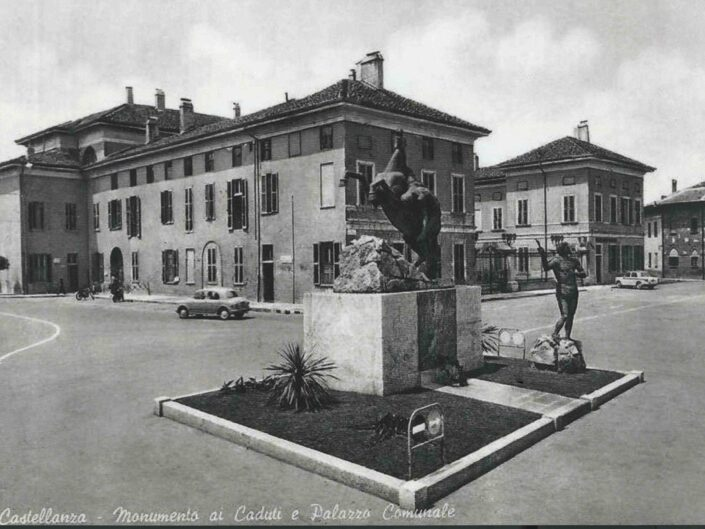 Fondo Giangiacomo Salsa Castellanza Monumento ai caduti e Palazzo Comunale scaled