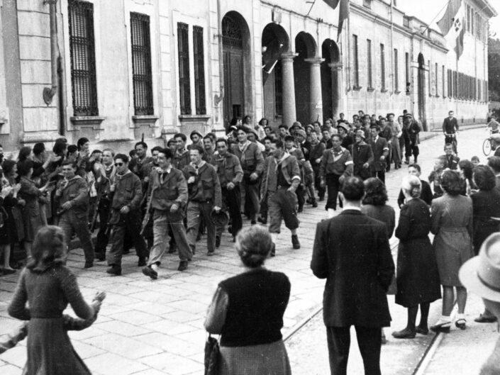 Fondo Giangiacomo Salsa Castellanza corteo 25 aprile 1945 scaled