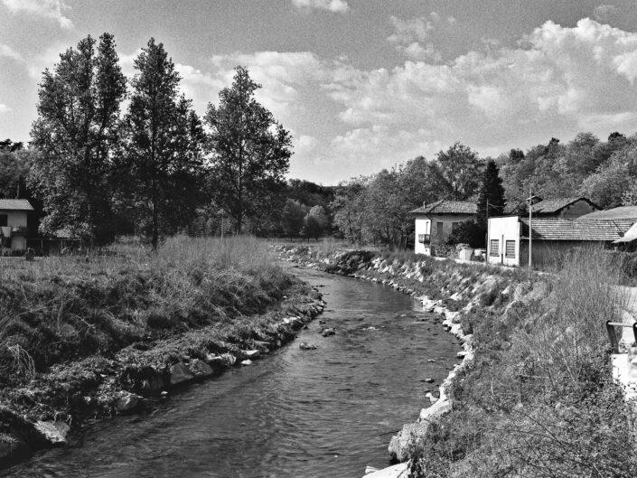 Fondo Roberto Bosio Fagnano Olonascorcio del fiume 1997 scaled