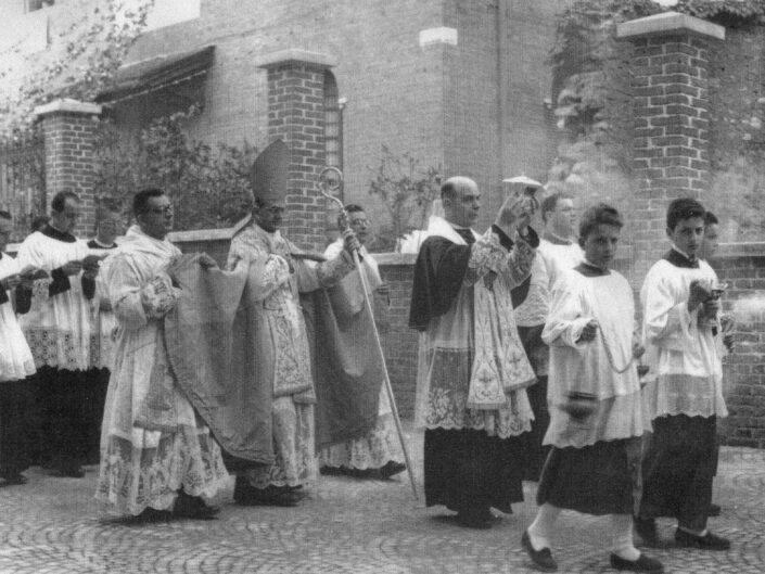 Fondo Tanino Castiglioni Castellanza nel tempo Consacrazione nuova chiesa scaled
