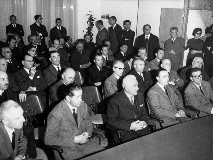 Fondo Tanino Castiglioni Castellanza nel tempo Riunione in comune 1957 scaled