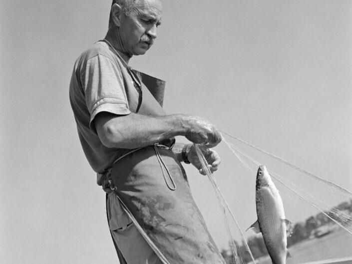Pier Antonio Castano Pescatore Lago Maggiore scaled