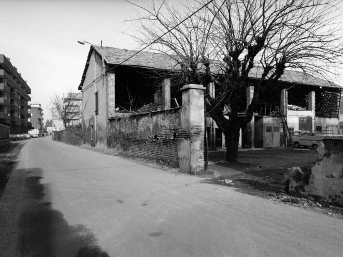 Fondo Archivio Storico Castellanza Cascina in via Col di Lana 1977 1 scaled