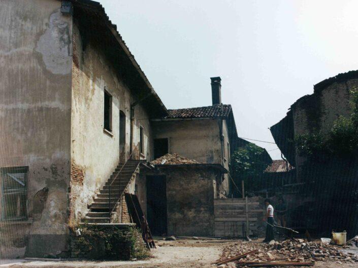 Fondo Archivio Storico Castellanza case ex Mezzanzanica cortile interno e negozio panifico 1977 1 scaled