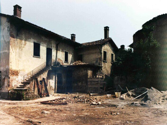 Fondo Archivio Storico Castellanza case ex Mezzanzanica cortile interno e negozio panifico 1977 2 scaled