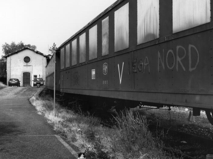 Fondo Claudio Argentiero Ferrovia nord treni con amianto Via L. Pomini 1996