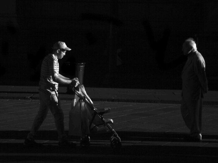 Fondo Claudio Argentiero Milano People piazza Duomo 2017 5 scaled