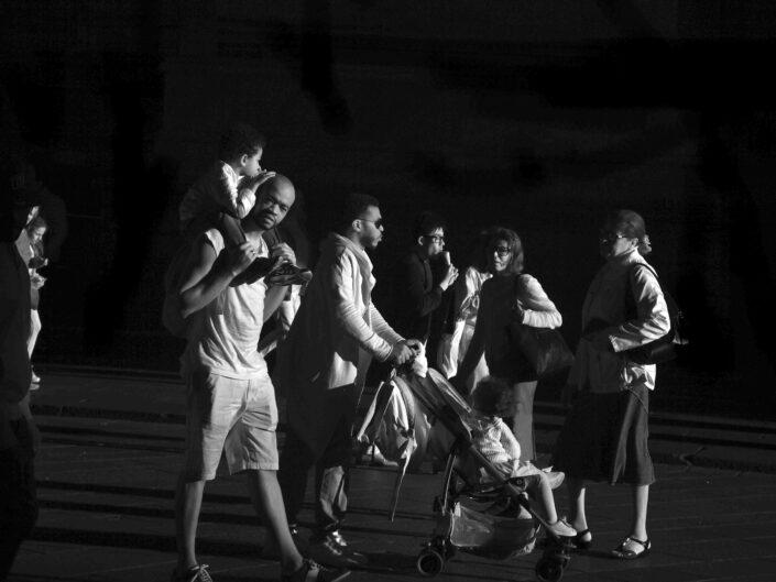 Fondo Claudio Argentiero Milano People piazza Duomo 2017 6 scaled