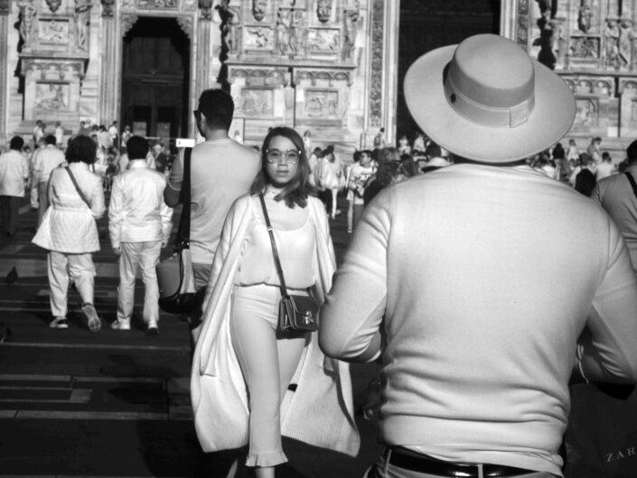 Fondo Claudio Argentiero Milano People piazza Duomo 2017 scaled
