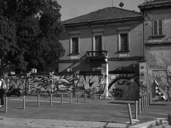 Fondo Claudio Argentiero Milano nei pressi del Naviglio Grande 2016 scaled