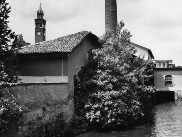 Fondo Claudio Argentiero il fiume Olona campanile e ciminiera da Piazza Soldini 1997