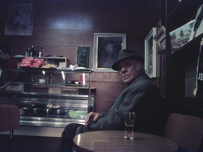 Fondo Franco Pontiggia Milano finterno di un bar in zona Garibaldi 1985