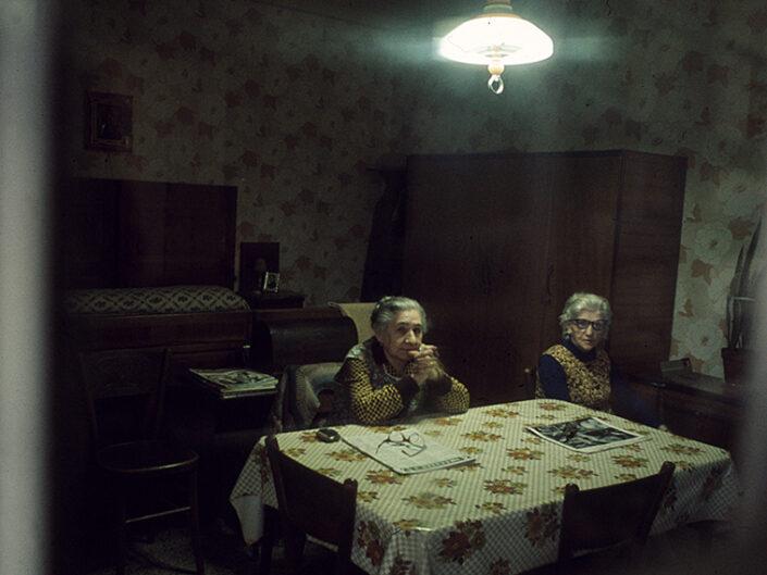 Fondo Franco Pontiggia Milano interno do una casa del centro 1985
