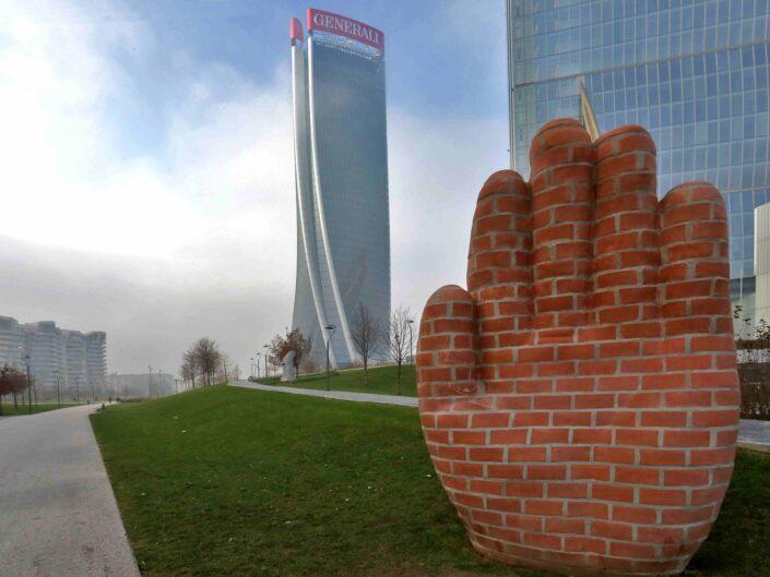 Fondo Giuliano Leone City Life La Mano di Judith Hopf 2018 scaled