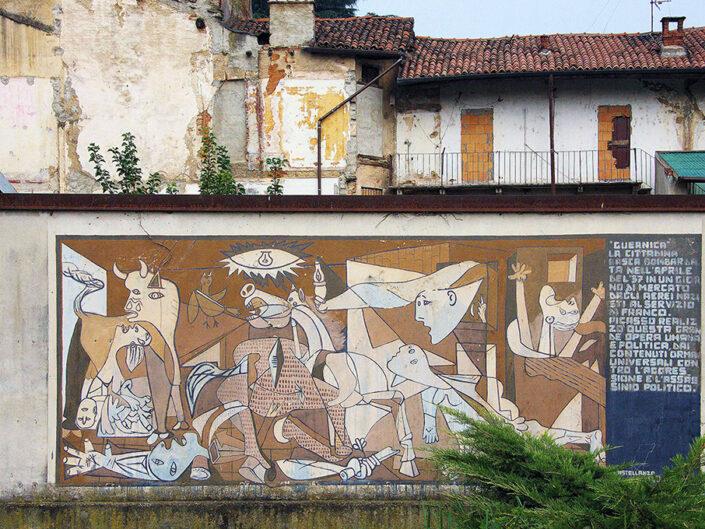 Fondo Marco Villa Castellanza casa a ringhiera con dipinto 2016