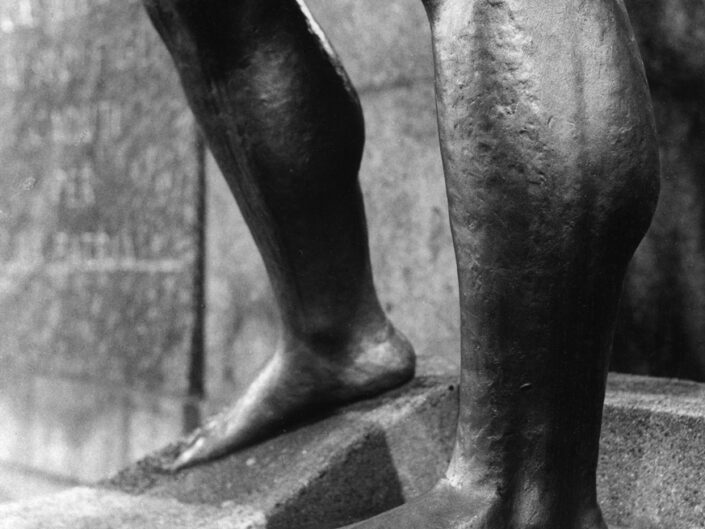 Fondo Maurizio Sbicego Castellanza Piazza della Liberta monumento ai caduti particolare 1997