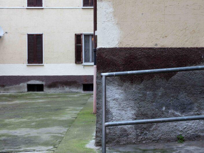 Fondo Roberto Bosio Milano Cortile in via Bellini Novembre 2018 scaled