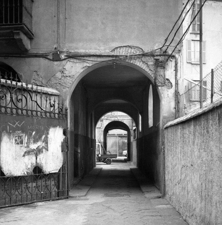 Fondo Virgilio Carnisio Milano Ripa di porta Ticinese 1969 scaled