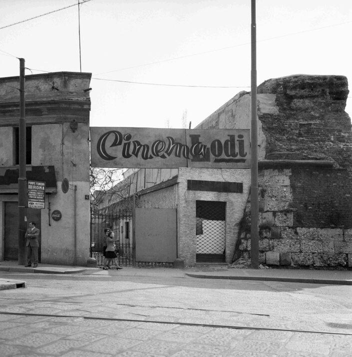 Fondo Virgilio Carnisio Milano piazzale Medaglie DOro 1968 scaled