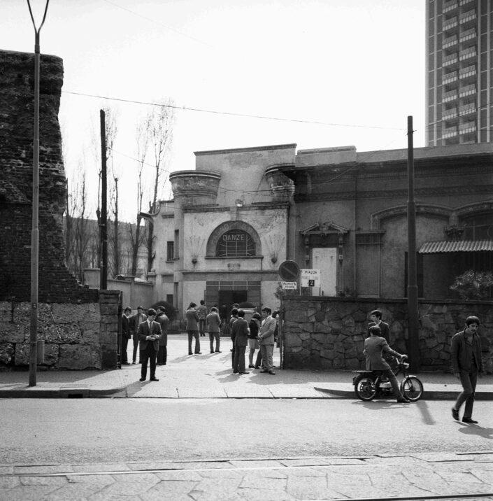 Fondo Virgilio Carnisio Milano piazzale Medaglie dOro 1968 2 scaled