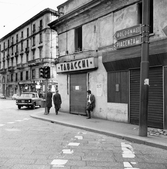 Fondo Virgilio Carnisio Milano piazzale Medaglie dOro angolo corso di Porta Romana 1969 scaled