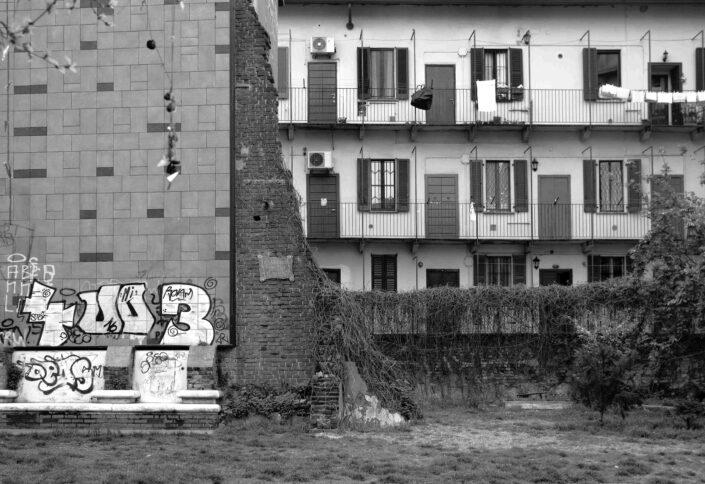 Fondo Virgilio Carnisio Milano retro di casa in via Torricelli da via Conchetta 9 2016 scaled