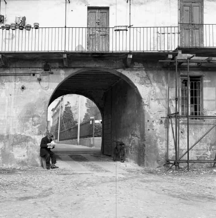 Fondo Virgilio Carnisio Milano via Argelati 1968 3 scaled