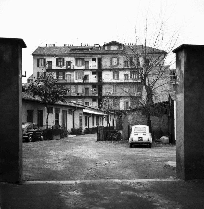 Fondo Virgilio Carnisio Milano via Magolfa 1968 scaled
