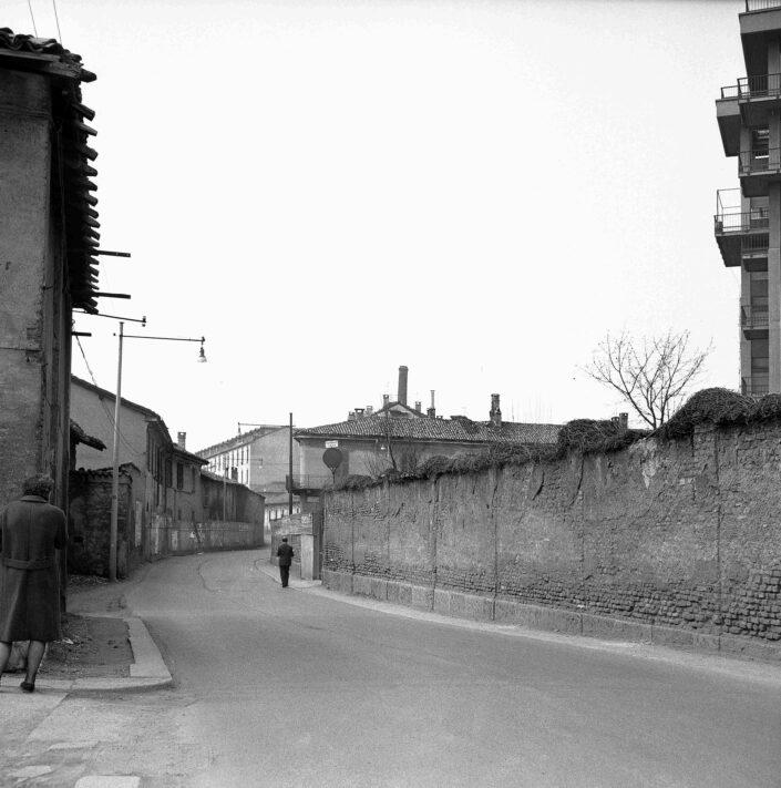 Fondo Virgilio Carnisio Milano via Magolfa 1969 2 scaled