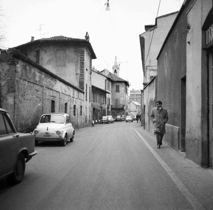Fondo Virgilio Carnisio Milano via Magolfa 1969 scaled