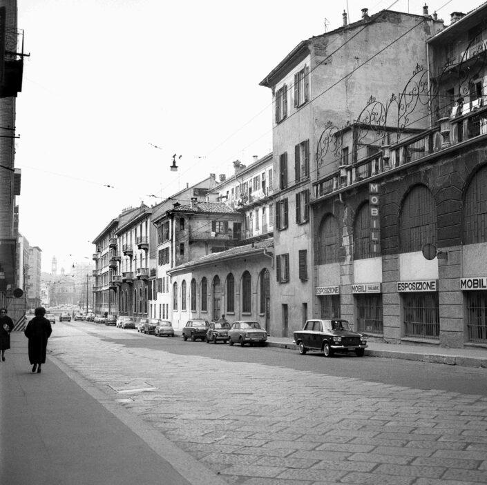 Fondo Virgilio Carnisio Milano via Molino delle Armi verso via De Amicis 1969 scaled