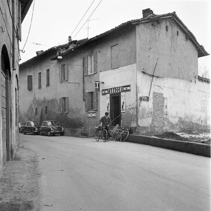 Fondo Virgilio Carnisio Milano via Moncucco dal n. 31 1969
