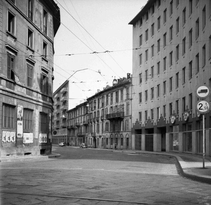 Fondo Virgilio Carnisio Milano via Santa Sofia da Corso Italia 1967 scaled
