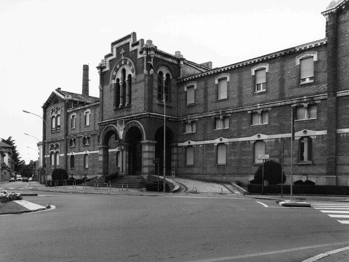 Fondo Afi - Gallarate - Palazzo Ospedale sant'Antonio Abate - Progetto di Camillo Boito (1873- 1875) - Foto Claudio Argentiero - 1985