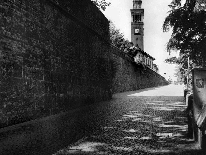 Fondo Afi - Castellanza - Costalunga - Sulloo sfondo il campanile della chiesa di san Giulio - Foto Claudio Argentiero - 1995