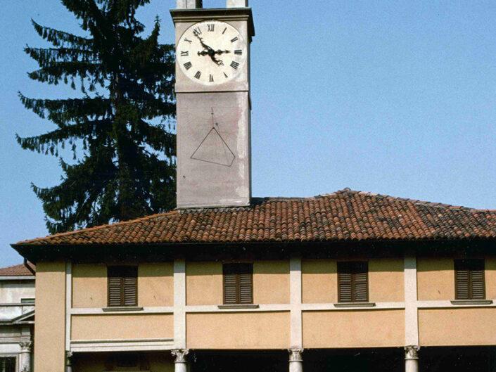 Fondo Afi - Saronno - Edificio addossato al Santuario con torre campanaria di Vincenzo Seregni (Sec. XVI) - Foto Roberto Bosio - 1991-