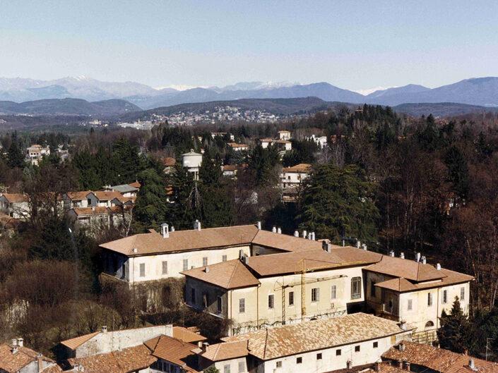 Fondo Afi - Somma Lombardo - Il complesso di Villa Dolci visto dal campanile della Chiesa di sant'Agnese - Foto Claudio Argentiero - 1989