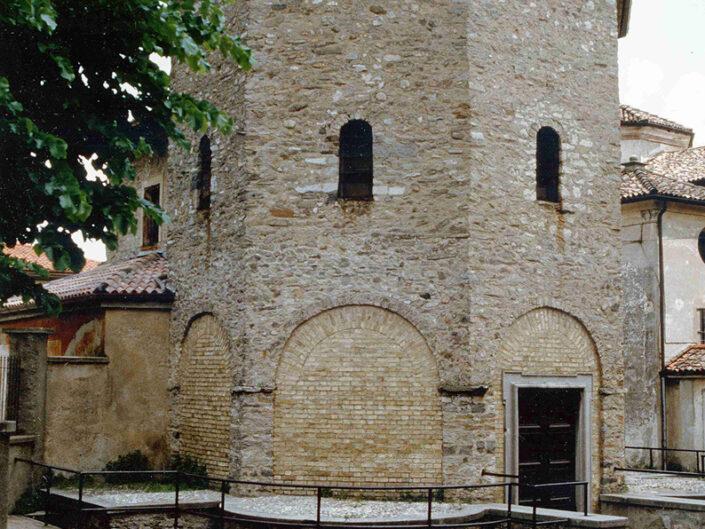 Fondo Afi - Arcisate - Battistero poligonale (Secolo X) - Foto Roberto Bosio -1991
