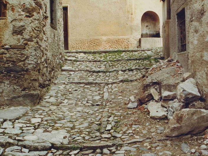 Fondo Afi - Arcumeggia - Borgo montano della Valcuvia - Foto Daniele Zuliani -1991