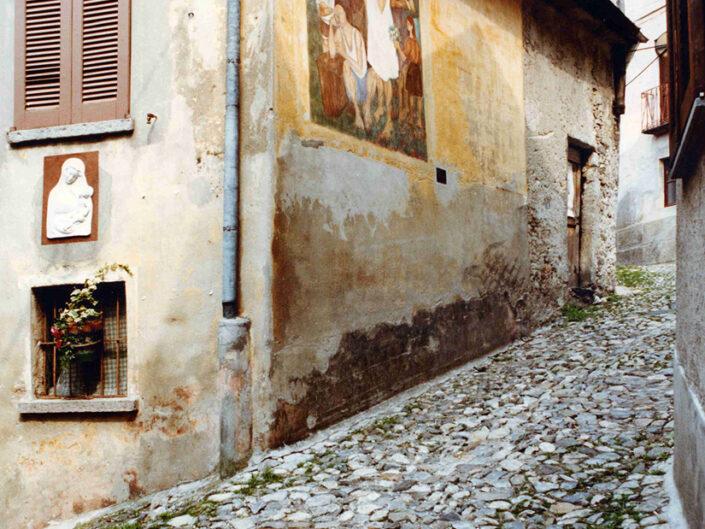 Fondo Afi - Arcumeggia - Tipica strada del borgo - Foto Daniele Zuliani - 1990