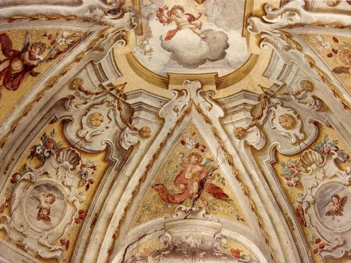 Fondo Afi - Azzio - Monastero Francescano (1608) - La cupola di una cappella - Foto Franco Rinaldin - 1991