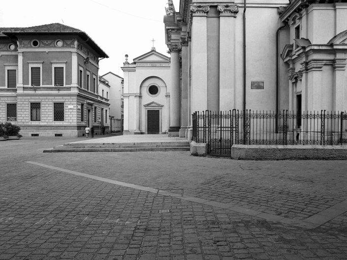 Fondo Afi - Busto Arsizio - Piazza San Giovanni Battista - Chiesa e Battistero - Foto Claudio Argentiero - 2000