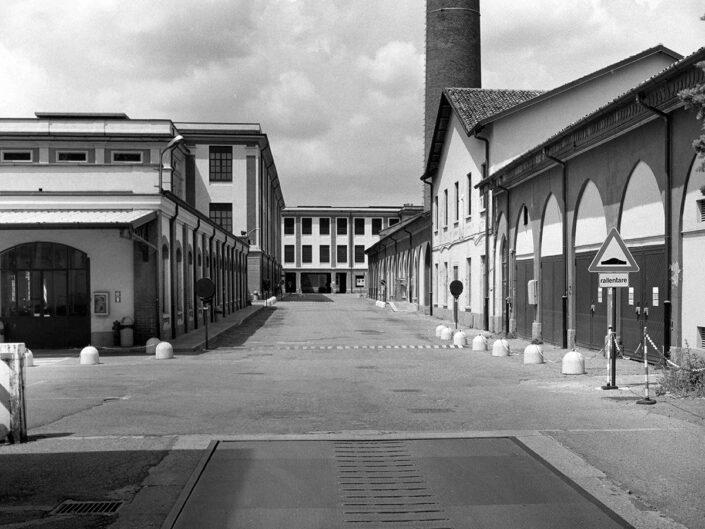 Fondo Afi - Castellanza - Edificio industriale ex Cantoni oggi sede dell'Università LIUC - Foto Claudio Argentiero - 1995