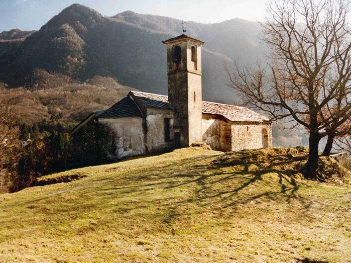 Fondo Afi - Castelveccana - Frazione Orile - Chiesetta di Santa Veronica - Foto Franco Rinaldin - 1991