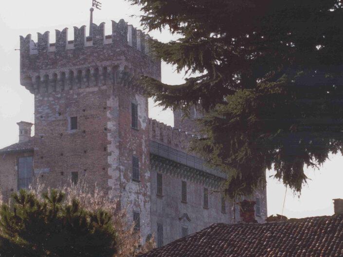 Fondo Afi - Cislago - Castello Castelbarco ( Sec. XIV) - Foto Roberto Bosio - 1991